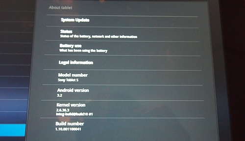 The Sony Tablet S is one of the few Android tablets in the market that runs Honeycomb 3.2 OS out of the box.