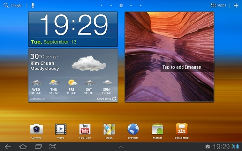 The first feature of Samsung TouchWiz is the Live Panel, where you can customize home screens using a variety of widgets.