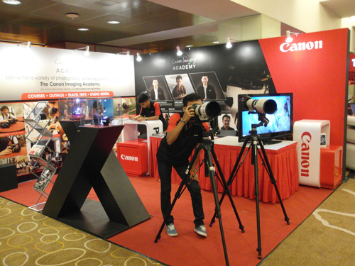 DSLRs, compact cameras and more can be found at the Canon booth. Feel free to approach their staff to find the best deals at Comex 2011.