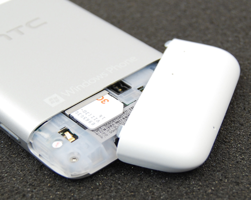The unibody design's only downside, is a non-removable battery. And with no microSD card support either, you only need to remove this back cover to insert the SIM card.
