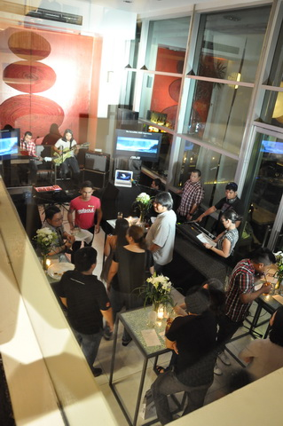 ASUS staged two events at the M Cafe in Makati City to showcase its latest innovations in computing and mobile entertainment.