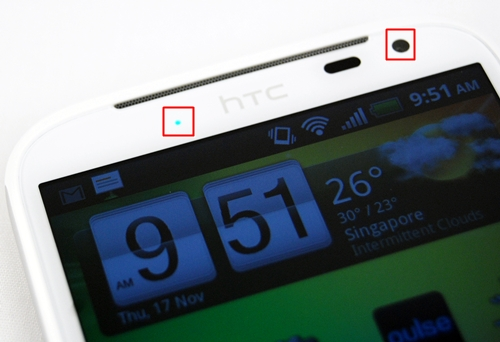 HTC integrated a flashing LED light (left) for notifications such as missed calls, text messages, emails, reminders and alarms. On the right, you will find the 1.3-megapixel front camera for video calls.