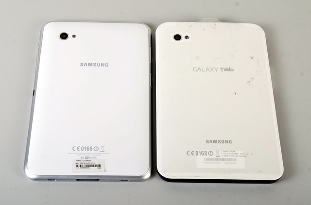 The rear sides of the two tablets are nearly the same. Both of them are equipped with a 3.15-megapixel camera with LED flash.