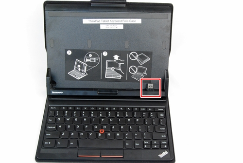 A USB port locks the tablet in place. We are glad that Lenovo opts for this physical connection over a Bluetooth connection as it does not affect the battery life of the tablet.