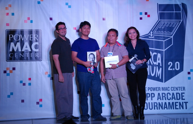 Awarding a copy of Walter Isaacson's biography book of Steve Jobs and an iPad 2 for these lucky members of the press is Mr. Joey Alvarez, Power Mac Center's Marketing Manager (far left).