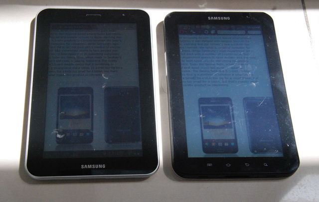 Shown here are the tablets while both of them are being exposed under the sun. Which of them do you think has better sunlight legibility?