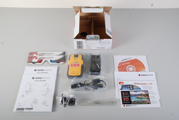 Inside we find a pair of included anaglyph red glasses, a manual and quick guide, a driver disc with ArcSoft MediaImpressions HD +3D, a warranty slip, a couple of ArcSoft flyers, and the camera itself along with a USB cable and charger.