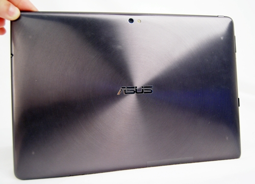 Similar to its Zenbook, the Eee Pad Transformer Prime comes with a metallic spun finish on its back that is aesthetically pleasing. In contrast to the plastic shells of some tablets, the Eee Pad Transformer Prime is very well-built.The use of aluminium gives the slate a very solid feel in the hands. It also minimizes the issue of fingerprints and smudges that plagues some tablets.
