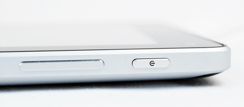 Located at the top left corner of the Huawei MediaPad are the power button and volume controls. They are sufficiently raised for easy access and have a nice feel when pressed.