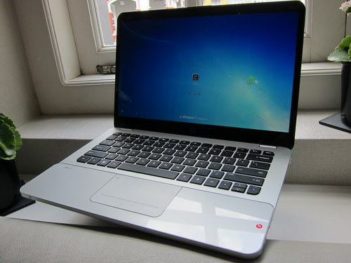 The HP Envy 14 Spectre features a 14-inch screen at a 1600 x 900 pixels resolution, but in a 13-inch form factor.