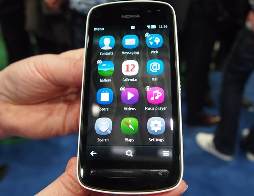 The Nokia 808 PureView runs on the latest Belle operating system. Its 1.3GHz single-core processor and 512MB RAM seemed sufficient in ensuring smooth operation of the device during our hands-on.