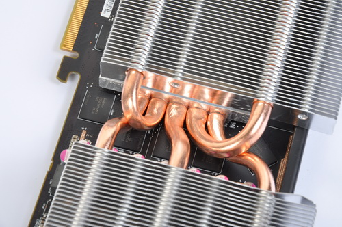 Five copper pipes emanate from the contact point of the heatsink and the GPU then speard out two heatsinks that are also supported by the twin fans we saw in the previous photo.