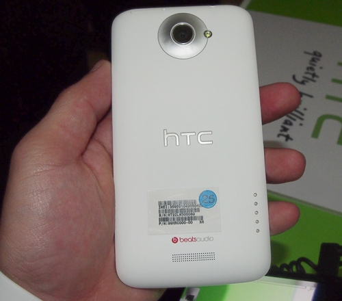 Imaging capability is one particular aspect that HTC is focusing on in its new line of Android smartphones. The One X has a suite of camera features such as F2.0 aperture, 28mm wide angle lens and a BSI sensor that can possibly rival some compact cameras today.