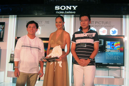 The launch was graced by Sony Philippines President and Managing Director Mr. Takao Kuroda (rightmost), who is joined here by Sony's sales director for BRAVIA TVs, Mr. Larry Secreto and event host, Ms. Sarah Meier-Albano.