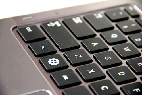 The housing of the keyboard well is plastic so typing on the keyboard does induce some slight flex. However the excellent feel of the individual keys more than make up for this slight annoyance.