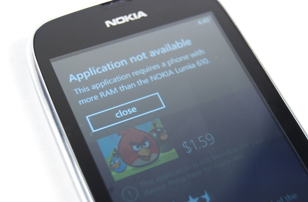 The most popular gaming app, Angry Birds, can't be played on the Nokia Lumia 610. What a pity,isn't it?