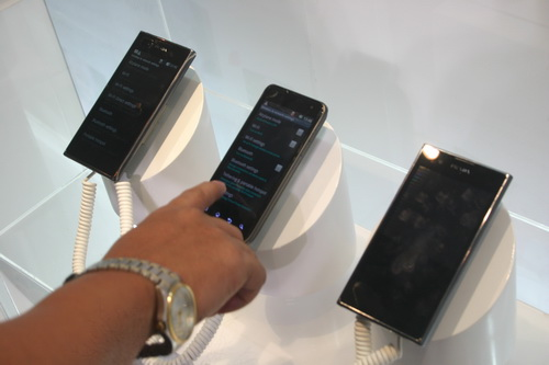 By means of harnessing the DLNA standard, consumers can use their DLNA-capable devices such as these LG smartphones to connect them to an LG Cinema 3D Smart TV and share content wirelessly.