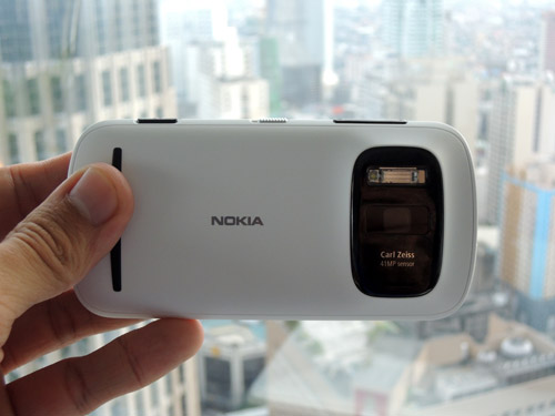 Top quality Carl Zeiss optics appear once again on a Nokia.