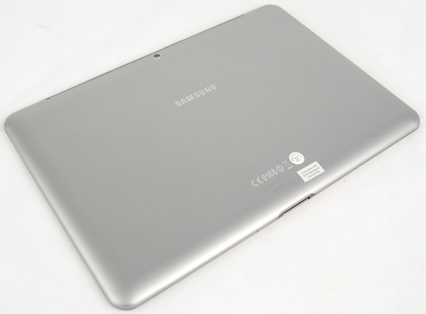 We liked the back of the Samsung Galaxy Tab 2 (10.1) for its matte surface, which  gives a very nice feel and does not attract fingerprints.