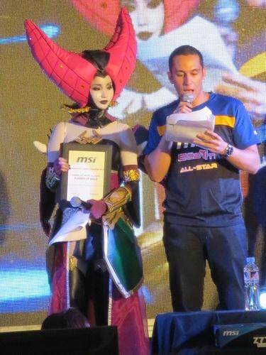 Alodia Gosiengfiao and Eri Neeman hosted MSI Overdrive 2012.