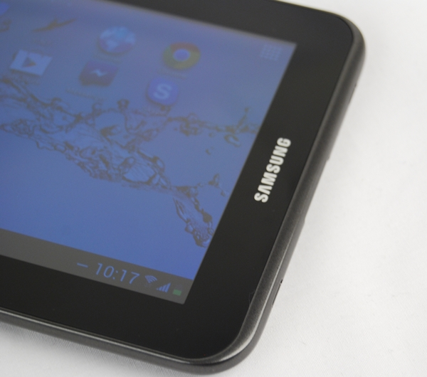 With its rounded corners, lightweight and handy form factor, the Samsung Galaxy Tab 2 (7.0) is very easy to handle.