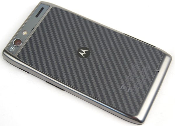 Kevlar fibre seems to be the mainstay of the Razr family of smartphones. Its patterned design allows Motorola to differentiate the Razr Maxx from the rest of the Android smartphones in the market.