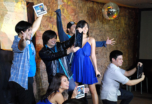 A special production number was performed for the media in attendance, presenting the Samsung Galaxy Tab 2 in an entertaining and practical manner.