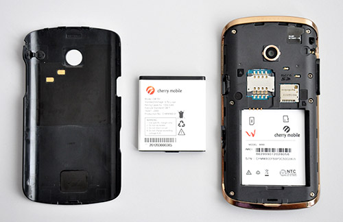You have to take out the battery in order to insert a SIM card or microSD. Luckily, the back cover easily cooperates when being removed.