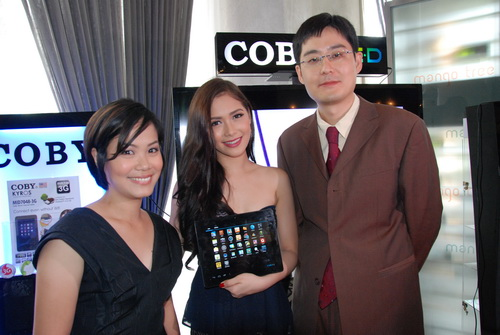 From left to right: Diana Dy of RedDot Philippines, Maja Salvador, and Long Man Lee, Global Sales Marketing Director of Coby, during the Philippine launch of the Kyros tablet series.