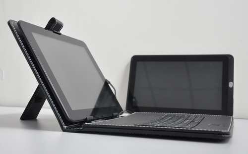 Bundled with a leather carrying case with a portable keyboard, users can turn the MA900 into an Android-based laptop in an instant.