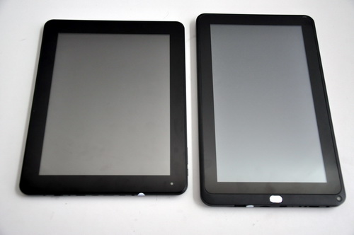 Packed with a 9.7-inch display, the MA900 reminds us of the Apple iPad. The tablet on the left is the MA1000 which has a 10.1-inch display.