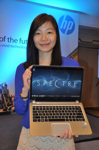 Ms. Kathryn Wong, HP Philippines' Market Development Manager for Consumer Notebooks, with the HP Spectre XT Ultrabook.