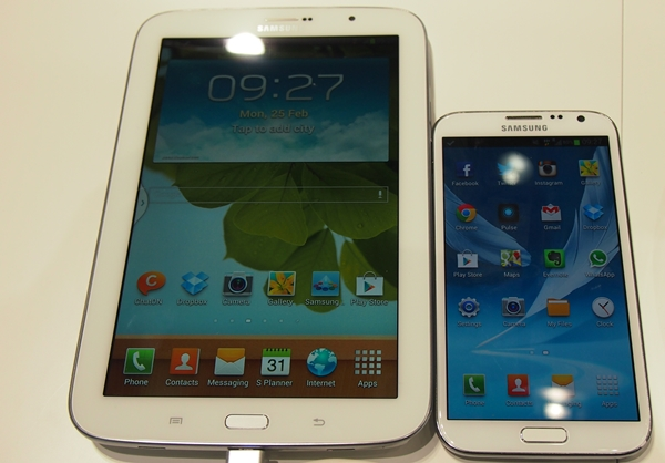The Samsung Galaxy Note 8.0 (left) and the Samsung Galaxy Note II (right).