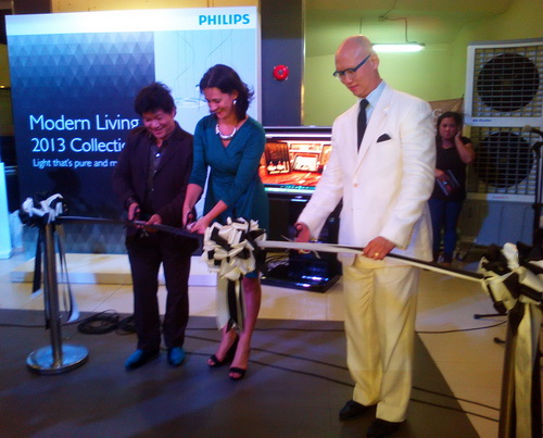 Philips Lighting General Manager Fabia Tetteroo-Bueno (middle) leads the opening of the Modern Living 2013 Collection gallery at the NorthEast Square in San Juan City earlier this week.