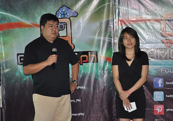 Boni Ong (left), VP for Sales and Distribution at X-Play Online Games, Inc., and Angeline Tham (right), co-founder of Soldgers, were present during the launch of Gamers.PH.