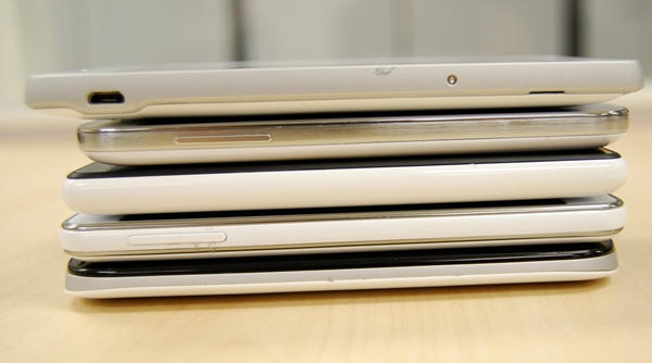 A shot taken of the left side of the devices. Since the Xperia SP is the only device with a larger screen, it's a little longer than the rest of the phones. From Top to bottom: Sony Xperia SP, Samsung Galaxy S4 mini, Nokia Lumia 820, LG Optimus F5, HTC One SV.