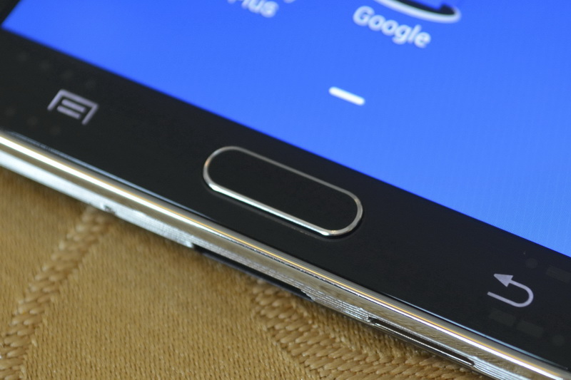 Below the touchscreen, the Galaxy Note 3 has a mechanical button flanked by two capacitive controls for Menu and Back functions.