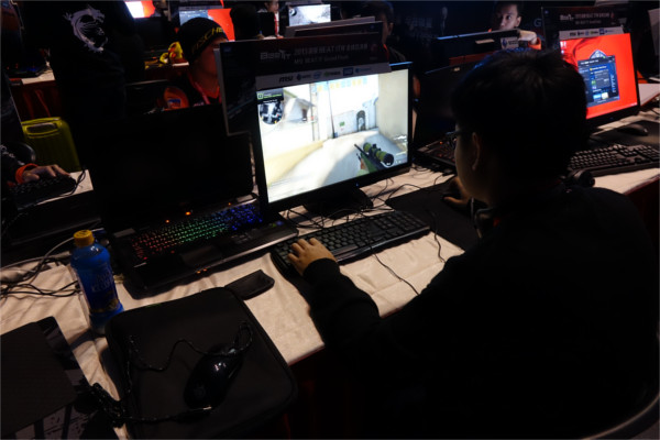 Theodore of Flash e-Sports (Singapore team) doing a dummy run. The GT70 is hooked up to the Eizo FORIS FS2333 gaming monitor.