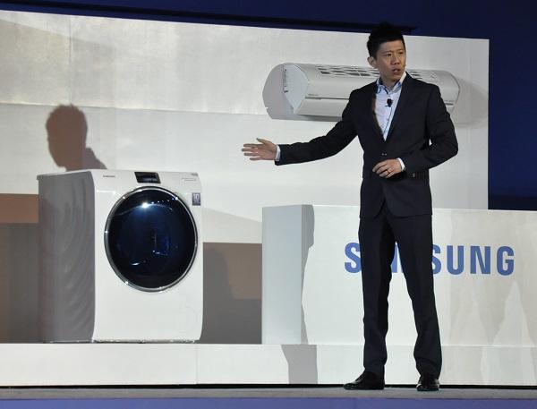 Stanley Goh presents the Samsung WW9000 washing machine.
