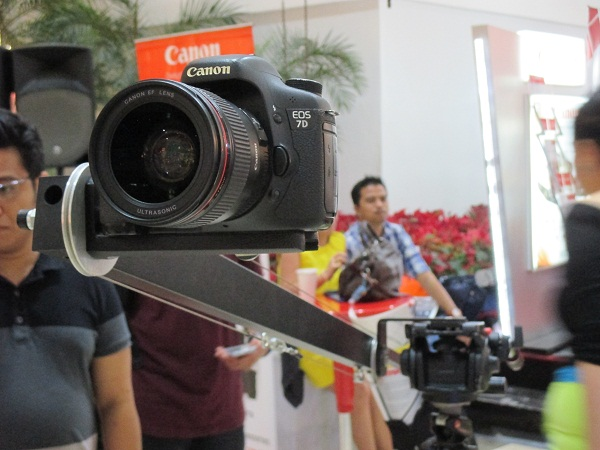 Visitors are also allowed to play around with this Canon EOS 7D mounted on a crane.
