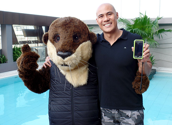 Model and TV host Rovilson Fernandez trusts OtterBox to protect his phone during his extreme adventures.