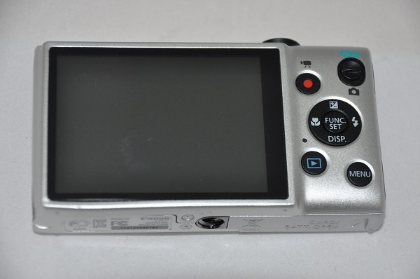 The IXUS 132 makes use of a 2.7-inch non-touch display. Seen on the right side of it are the camera's controls.
