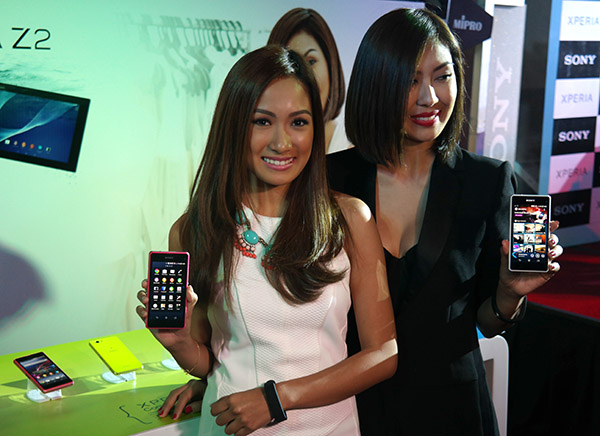 For sisters Liz and Laureen Uy, technology and fashion go hand in hand.