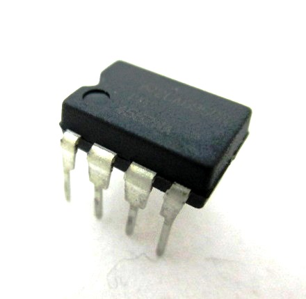 Texas Instruments LM4562NA Chip