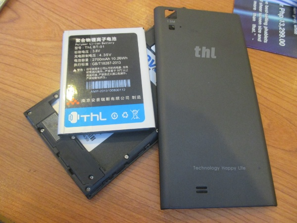 Removing the back cover, the T100 reveals its slots for two SIM cards and a microSD. This photo also shows the device's 2700mAh battery module.