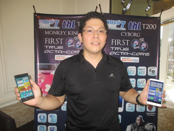 Adrian Lim, IT Director of NOVO7Tech, presenting the ThL T100 Monkey King II and the ThL T200 Cyborg.