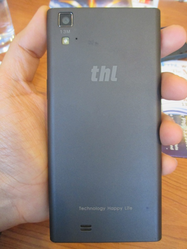 The dark gray back cover has a matte surface. This finish makes the T100 less prone to fingerprints and smudges. On the back, it carries a 13-megapixel camera with LED flash. The front camera has the same megapixel count as well.