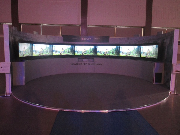 This is the second time that we saw the Samsung UHD Colosseum, an ampitheater simulation consisting of several Samsung curved televisions. We initially saw this at the Samsung SEA Forum 2014 in Bali, Indonesia.