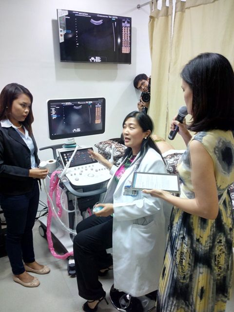 A PGH doctor performs a live demonstration of the Samsung Medison UGEO WS80A.