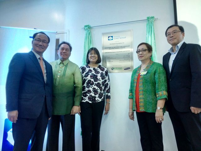 (L-R) Samsung Medison President Mr. Soo-In Cho, PGH Medical Foundation President Dr. Edward Tordesillas, OB-Gynecology Department Chairperson Dr. Blanca De Guia – Fuerte, Deputy Director of PGH Dr. Lourdes Capito, and President and Managing Director of Samsung Electronics Philippines Mr. Chung Lyong Lee.